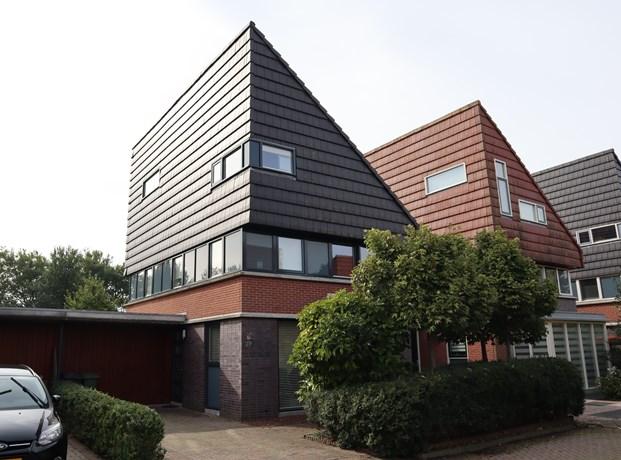 Schoffel 27, Warmenhuizen